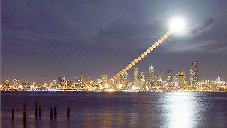 Mond über Seattle